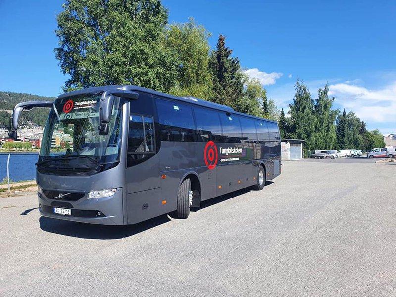 Buss - 2.jpg